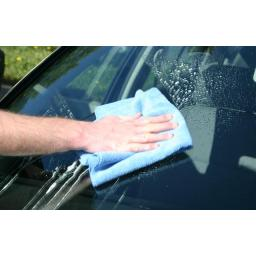 automotive-glass-cleaning_windshield-cleaning_00.jpg